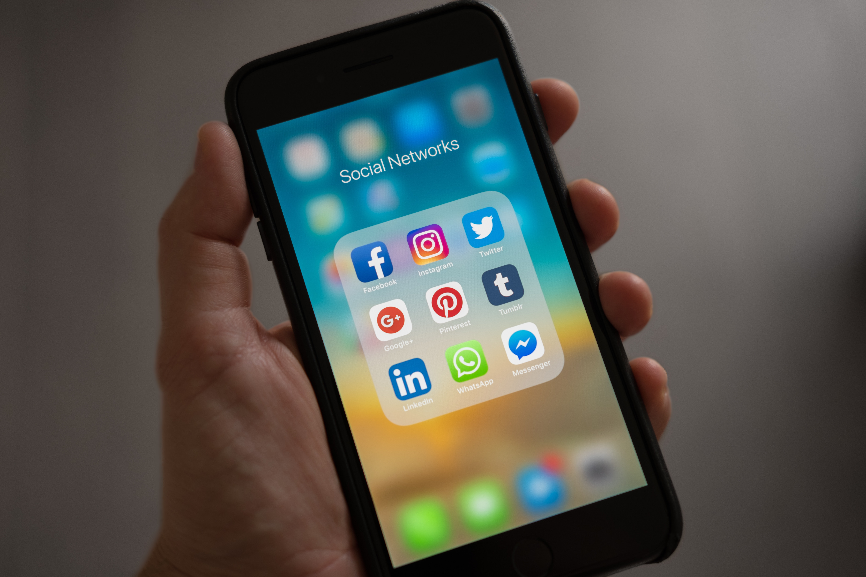 С января следующего года Facebook начнет брать НДС 20 % с рекламы в Инстаграм
